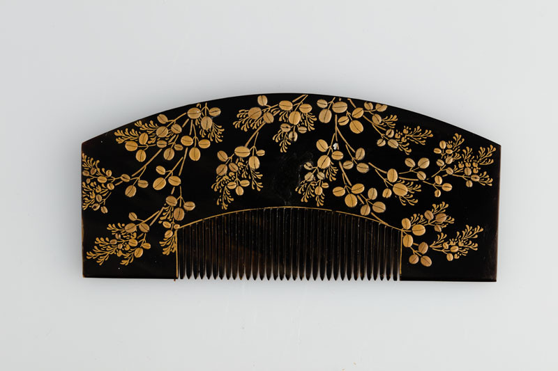 Anonymous artist - Comb with broad convex handle