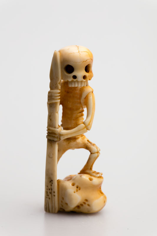 Anonymous artist - Skeleton with a ritual dagger – netsuke