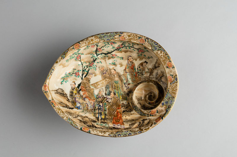 Anonymous artist - Shell-shaped dish