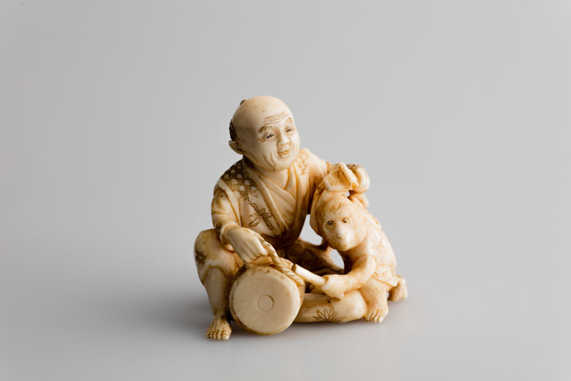 Baidō - Entertainer and his monkey – netsuke